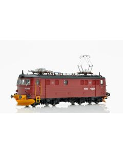 Topline Lokomotiver, NMJ Topline modell NSB 11.2102 in the red/black livery with yellow snow plows, DC., NMJT86.401